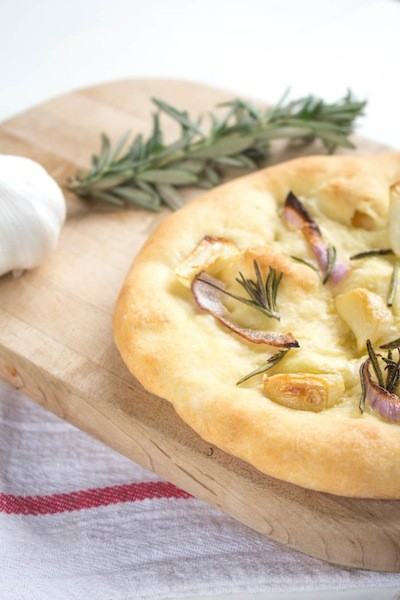 Garlic and Rosemary Pizza