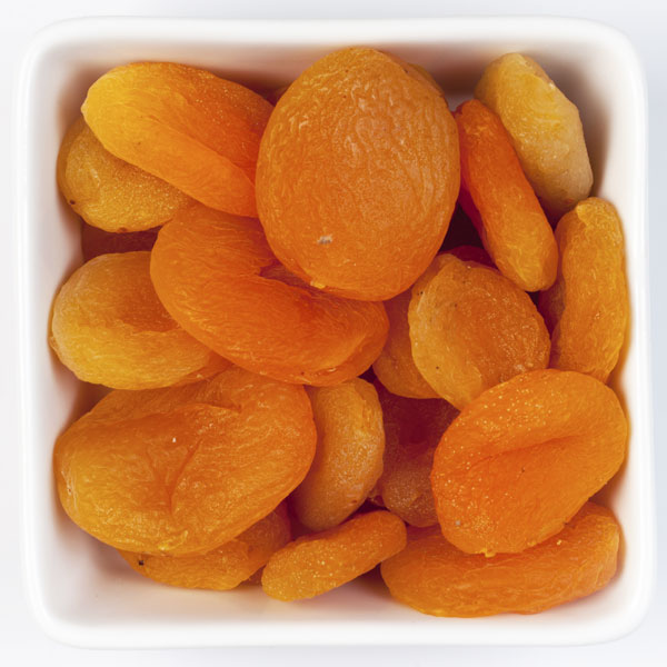 Vegetarian and vegan iron rich foods to help you stay healthy and prevent anemia, including dried apricots.