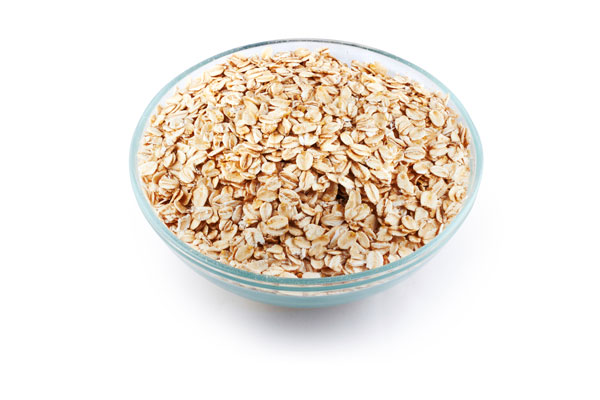 Vegetarian and vegan iron rich foods to help you stay healthy and prevent anemia, including oatmeal.